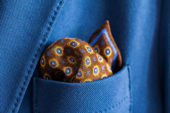 Jak wybrać poszetkę do garnituru i krawata?