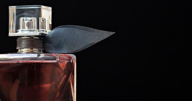 Perfumy - idealny prezent świąteczny