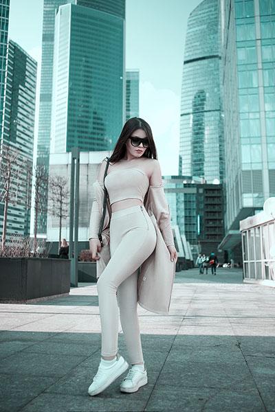 Damski kombinezon – modny strój na każdą okazję