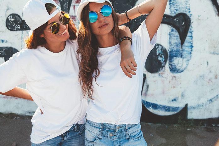Odzież i dodatki w street fashion. Co tworzy ten styl?