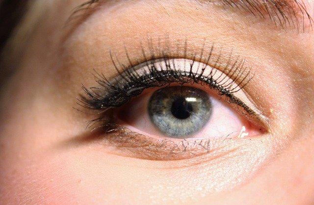 Czym różni się eyeliner od kredki do oczu?