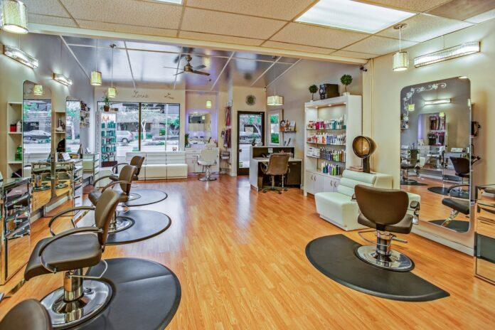 Jak wyposażyć salon manicure? Pamiętaj o drobnych akcesoriach