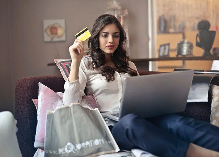 Kupowanie ubrań przez internet - wady i zalety